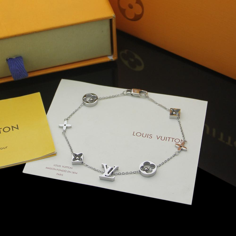 Image of lv louis vuitton woman fashion accessories fine jewelry ring chain necklace earrings 93