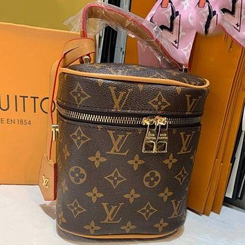 Louis Vuitton LV  Fashion Lady Messenger Bag Drum Bag Cosmetic Bag