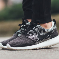 Nike Roshe Run One  Women's Winter Aztec Printed Training Shoes Black 685286-001