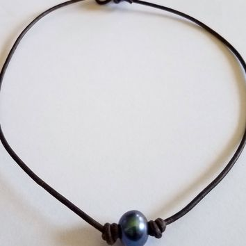 Quality Guaranteed Single Peacock Pearl Choker/Necklace on AA Leather