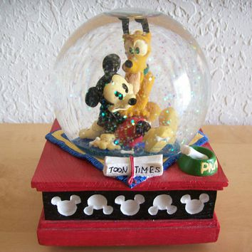 "Disney Mickey and Friends ""Mickey and Pluto"" Musical Snowglobe"