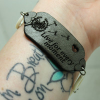 Mantra bracelet Live for every moment Engraved grey leather
