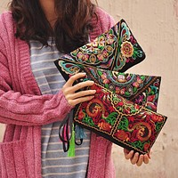 Women's Purses  Embroidered Clutch Bag / Wristlet