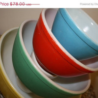 Pyrex Primary Colored Mixing Bowls 1940's by VintageShoppingSpree