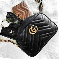 GUCCI Classic Wave pattern Shopping Leather Shoulder Bag Crossbody Satchel Small Square Bag Black