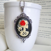 Lady Skeleton Cameo Necklace - Day .. on Luulla