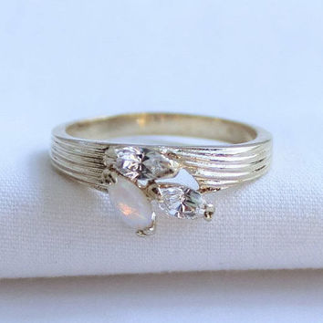 Simulated Marquise Opal And Clear Rhinestone Cluster Ring Gold Tone Size 8 US