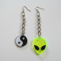 alien / yin yang chain earrings