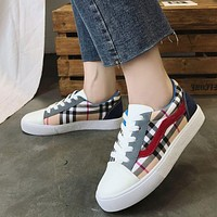 Classic Plaid Pattern Women Round Toe Lace-up Sneakers Shoes