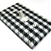 Black and White Houndstooth Light Switch Cover by ModernSwitch