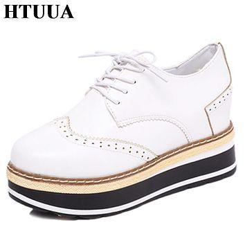 HTUUA New Arrival Flats Platform Shoes Women Classic Brogues Shoes for Women 2017 Autumn Lace up Creepers Casual Shoes SX462