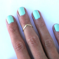 14k gold fill knuckle ring, chevron stacking ring - midi ring, hammered, textured knuckle ring, gold ring