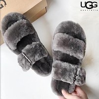 UGG fashionable sheep fur integrated slippers are hot sellers of casual ladies' velvet sandals Gray