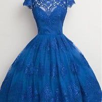 [86.99] Romantic Tulle Scoop Neckline Ball Gown Homecoming Dresses With Lace Appliques - dressilyme.com