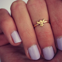 Bee Midi ring, 14k gold knuckle ring, Bee stacking ring - midi ring, hammered, textured knuckle ring