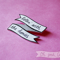 Clueless ''Rollin with the homies'' pin badge brooch pink Tai