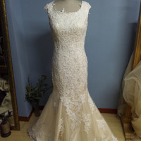 Boat Neckline Champagne Lace Mermaid Wedding Dress Bridal Gown with Buttons Back  (W069)
