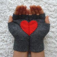 Handful of Heart Fingerless Gloves with Red Felt by yastikizi
