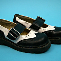 vintage wing tip goth raver punk rocker club kid grunge pin up rockabilly mary jane doc marten style shoes - 1990s - women's US size 7