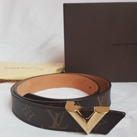 LOUIS VUITTON ESSENTIAL V BELT 34 MM M9019V