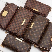 Louis Vuitton LV Hot Sale Classic Retro Print Letters Flap Crossbody Bag Shopping Shoulder Bag