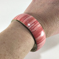 Pink Mother of Pearl Bangle Bracelet, Boho Chic, Beach Jewelery, Brass with Mother of Pearl Inlay, India, Vintage Jewellery