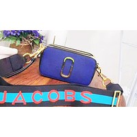 Marc jacobs sells casual women's shopping in contrasting colors