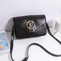 LV Louis Vuitton solid color retro gold buckle shopping shoulder bag messenger bag