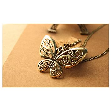 Hollow Butterfly Necklace Vintage European Retro Heavy Stone Pendant Chain Necklace For Women
