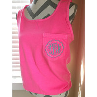 Comfort colors pocket tank with scalloped frame