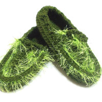 ON SALE // Crochet, Green slippers, Thick house slippers, Tasseled, House shoes, Grass, Soft house slippers, Slippers gift, Child slippers