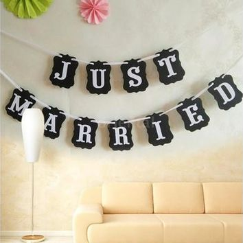 Modern Design JUST MARRIED Bunting Wedding Garlands for Wedding Party Garland Banner Photo Booth Photography Party Supplies [7983493063]
