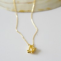 18K Yellow Gold Three Clove Pendant