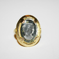 Size 7 Vintage gold tone with cameo style center ring  FREE US SHIPPING