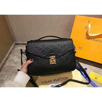 LV Louis Vuitton 2019 new classic presbyopic embossed women's shoulder bag Messenger bag Black