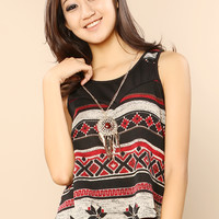 Geo Patterned Top With Necklace