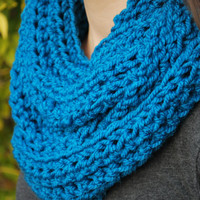 Extra-long chunky teal infinity scarf. Cozy and comfortable! Makes a great gift this holiday season
