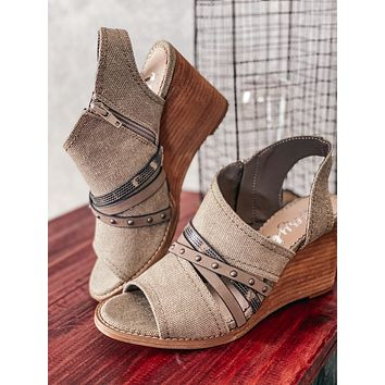 Very G Jamison Wedge-Taupe