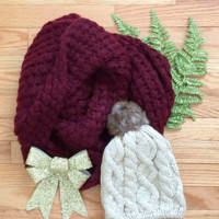 Chunky Knit Infinity Scarf in Maroon