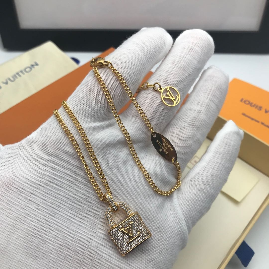 Image of LV Louis Vuitton Woman Fashion Accessories Fine Jewelry Ring & Chain Necklace & Earrings