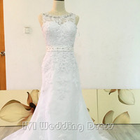 Real Photos Scoop Neckline with Beadings and Pearls Wedding Dress with Beaded Sash and Lace Appliques Sexy V-back Bridal Gown