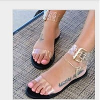 The new flat-bottomed peep-toe sandal is a hit shoes