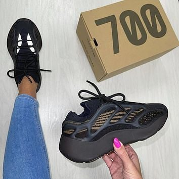 Adidas Yeezy 700 V3 Clay Brown Sneaker