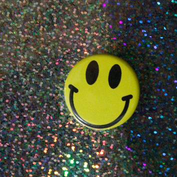 1.25 in 90's smiley face pin back button, Smiley Face Pin