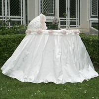 Roses Bassinet with Linens