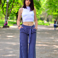White High Collar Vest With Striped Pants