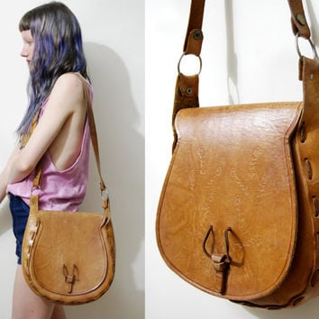 70s Vintage LEATHER BAG Tooled Embossed Tan Handbag Shoulder Bag Hippie Bohemian Boho Folk vtg 1970s