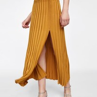 RIBBED SKIRT WITH VENT DETAILS