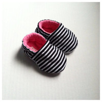 Black and White Striped Baby Shoes...Crib Shoes...Cloth Baby Shoes...Moccasins