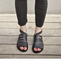 SALE! 30% OFF- Straps leather sandals/ Black sandals that close by nit around the ankle / comfortable shoes
